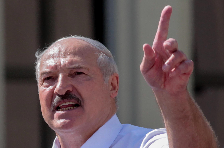 El presidente de Bielorrusia, Alexander Lukashenko, habla en un acto en Minsk, el 16 de agosto de 2020