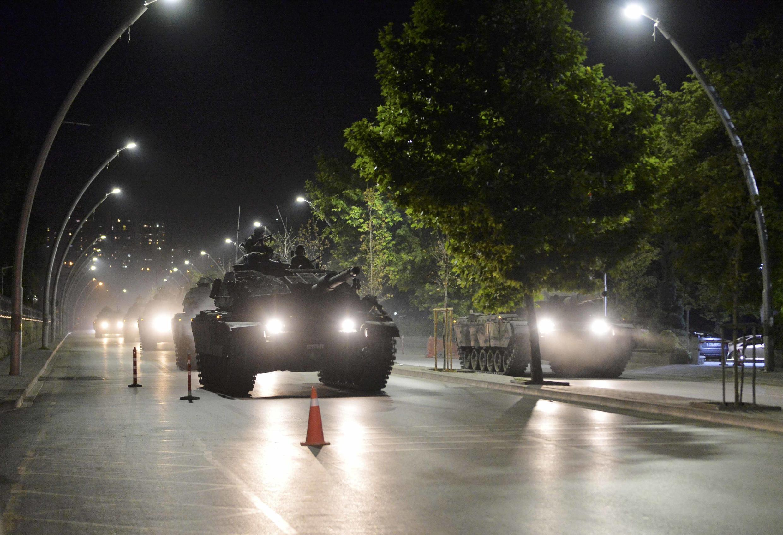 Un char de l'armée turque dans les rues d'Ankara, le 16 juillet 2016.