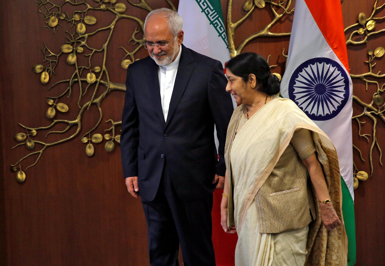 """ملاقات """"سوشما سوآراج"""" وزیر امورخارجه هند، با محمدجواد ظریف، همتای ایرانی خود در دهلینو. دوشنبه ٧ خرداد/ ٢٨ مه ٢٠۱٨"""