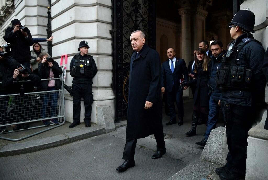 رجب طیب اردوغان، رئیس جمهوری ترکیه، پس از ورود به لندن