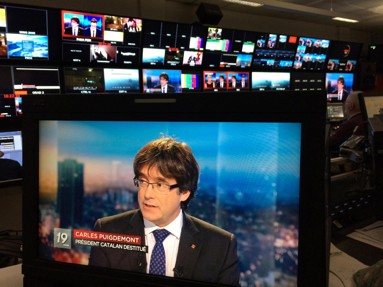 Carles Puigdemont entrevistado por la cadena belga RTBF, en Bruselas, el 3 de noviembre de 2017.