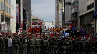 Passeata realizada pelos defensores do presidente venezuelano Nicolás Maduro na terça-feira (1°).