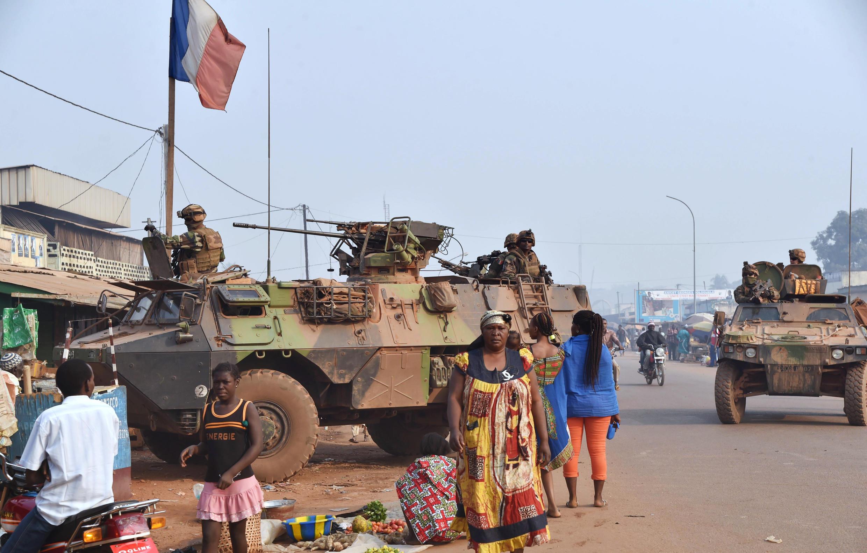 Dakarun Faransa Sangaris ke zagaye a yankin musulmi dake Bangui a watan biyu na shekara ta 2016.