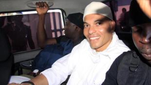 Selon ses proches, Karim Wade a bénéficié d'un passeport diplomatique pour quitter le Sénégal.