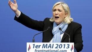 Marine Le Pen, diante de seus militantes, em um discurso no dia 1° de Maio.