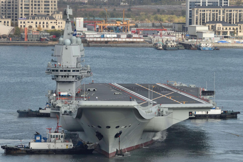 Hàng không mẫu hạm đầu tiên do Trung Quốc tự đóng. Ảnh chụp tại cảng Đại Liên ngày 14/11/2019.