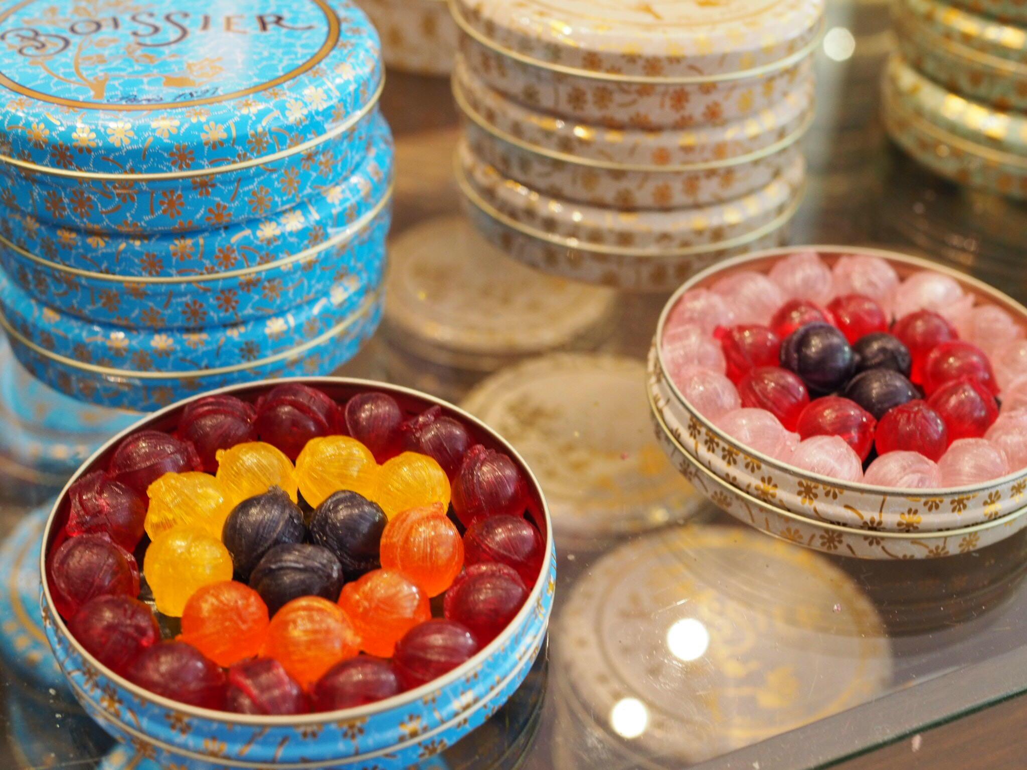 Une présentation de bonbons chez Boissier.