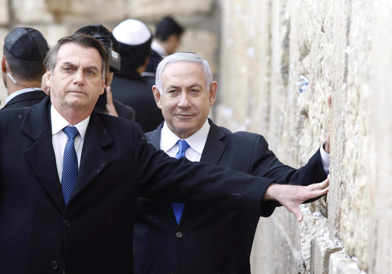 Presidente do Brasil no Muro das Lamentações em Jerusalém com o primeiro-ministro israleita, Benyamin Netanyahu.