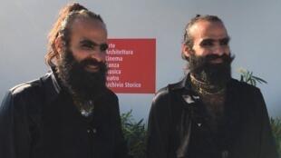 Les frères palestiniens Tarzan et Arab Nasser, réalisateurs de « Gaza mon amour », après la première mondiale à la Mostra de Venise 2020.