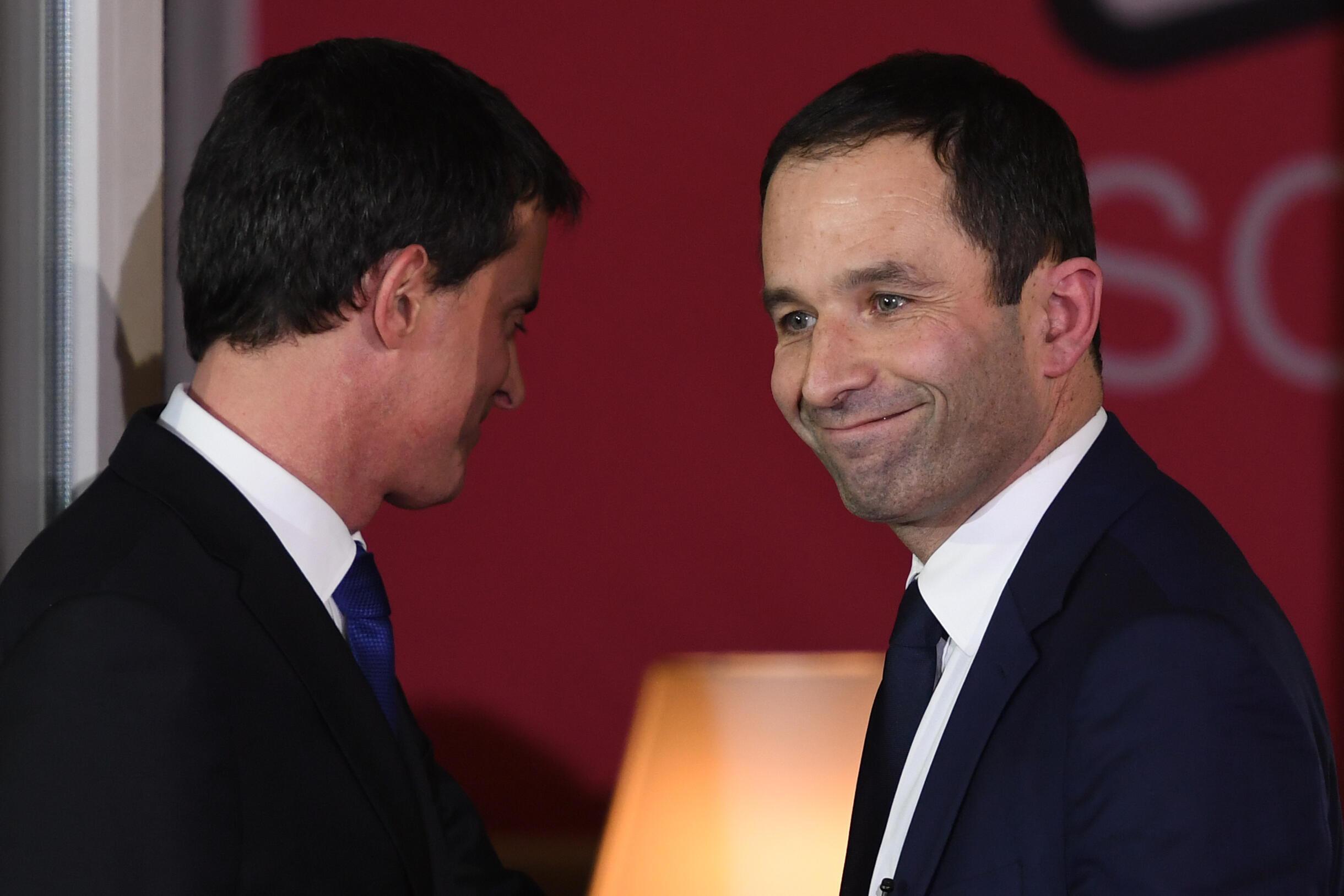 Benoît Hamon (R) with Manuel Valls after the Socialist primaries
