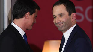 Benoît Hamon (R) with Manuel Valls after the Socialist primaries