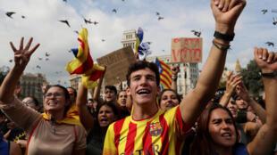 Акция в поддержку прошедшего накануне референдума о независимости Каталонии, Барселона, 2 октября 2017.