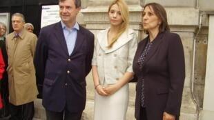 Евгения Тимошенко с мэром VI округа Парижа Жан-Пьером Лекоком и писательницей Элен Блан