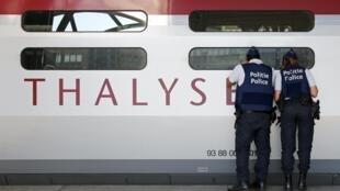 Polícia belga inspecciona comboio de alta velocidade Thalys