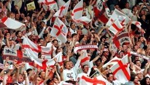 Nước Anh có đời sống bóng đá sôi nổi và hấp dẫn nhất hành tinh, nhưng thành tích đội tuyển quốc gia lại mờ nhạt.