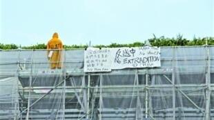 反修例示威者(穿黄雨衣者)疑死控:「政府促成」