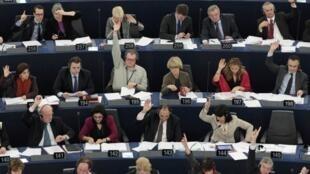 Les députés européens ont fait part de leur colère de se voir imposer un accord intergouvernemental, le 13 décembre 2011.