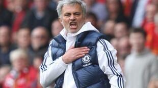 Kocha wa Chelsea, Josee Mourinho akishangilia baada ya timu yake kupata ushindi dhidi ya Liverpool