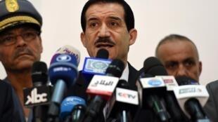 Le ministre des Transports algérien, Amar Ghoul, lors d'une conférence de presse à l'aéroport d'Alger, le jeudi 24 juillet.