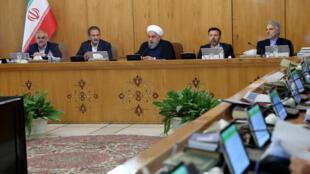 حسن روحانی، رئیس جمهوری اسلامی ایران در جلسه هیأت دولت. چهارشنبه ۹ آبان/ ٣١ اکتبر ٢٠۱٨ /