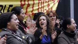 Manifestation contre les expulsions qu'accompagne la fin de chaque trêve hivernale devant la Chambre nationale des huissiers, Paris, mars 2011 (illustration).