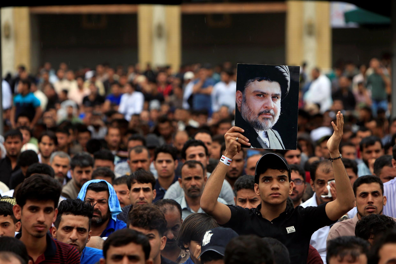 Un partisan du leader chiite Moqtada al-Sadr, à Bagdad le 31 mars 2017.