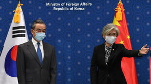 中國外長王毅與韓國外長康京和資料圖片