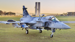 O Gripen NG, fabricado pela empresa sueca Saab, é a nova aeronave de caça da Força Aérea Brasileira (FAB).