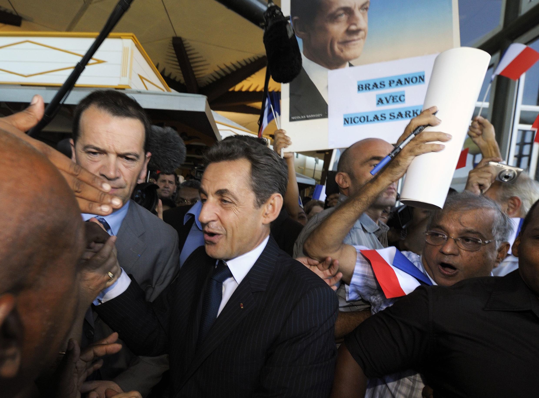 Встреча Николя Саркози его сторонниками в аэропорту Сен-Дени на Реюньоне 04/04/2012
