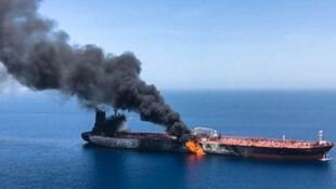 تانکر ژاپنی پس از حمله در دریای  عمان دچار حریق شده است