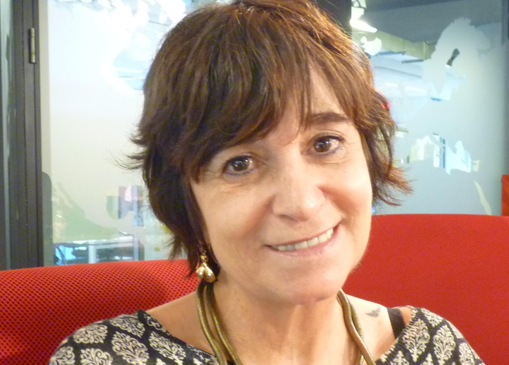 La escritora Rosa Montero en los estudios de RFI en París.