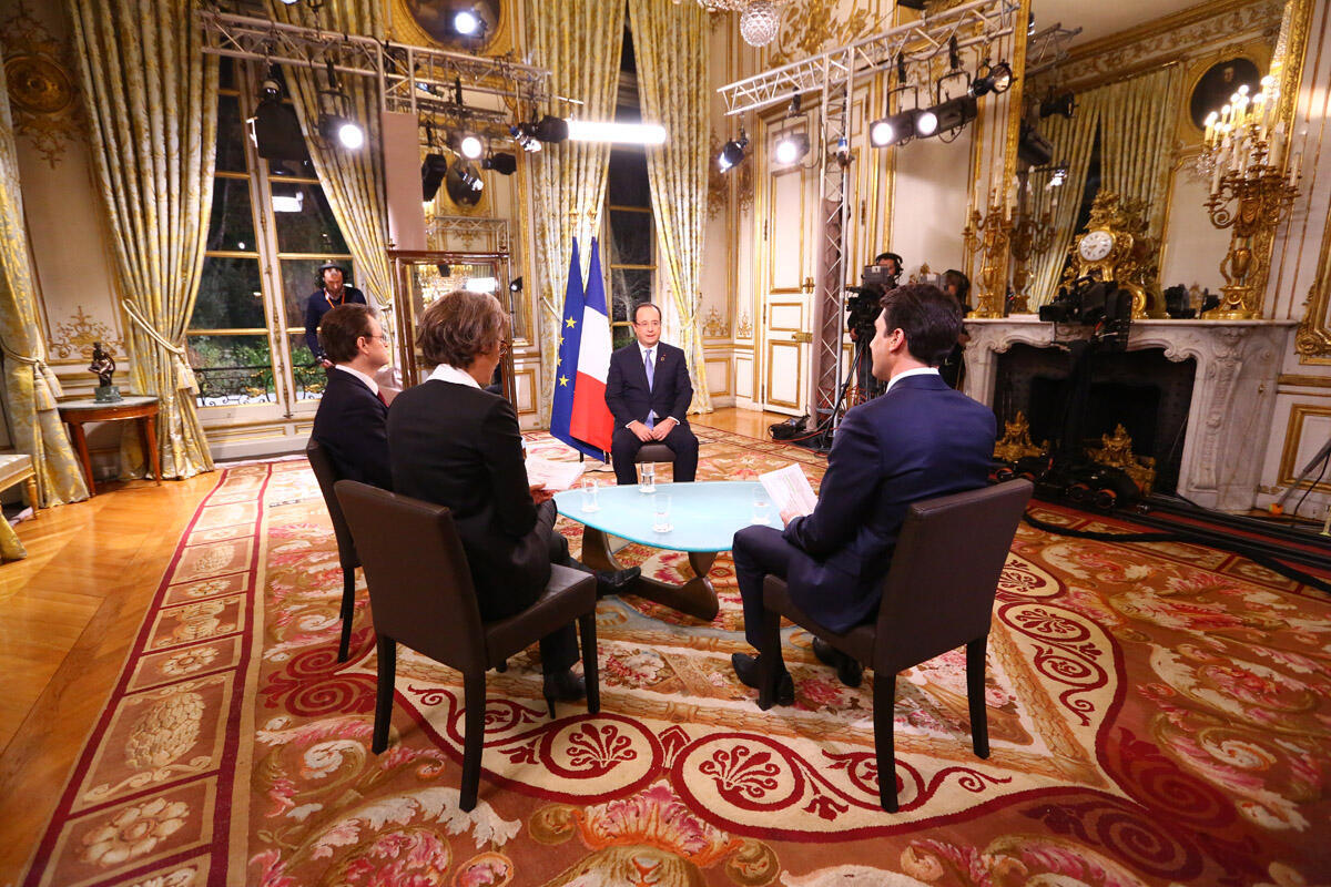 President François Hollande speaks to journalists from RFI, France 24 et TV5 after this weekend's France-Africa summit  ce samedi 7 décembre.