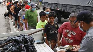 Honduras_distribution_alimentaire_ouragan AP20311773545762