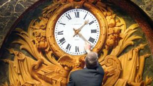 Le changement d'heure a été instauré en France après le choc pétrolier de 1974, avec pour objectif de limiter l'utilisation de l'éclairage artificiel et de faire des économies d'énergie.