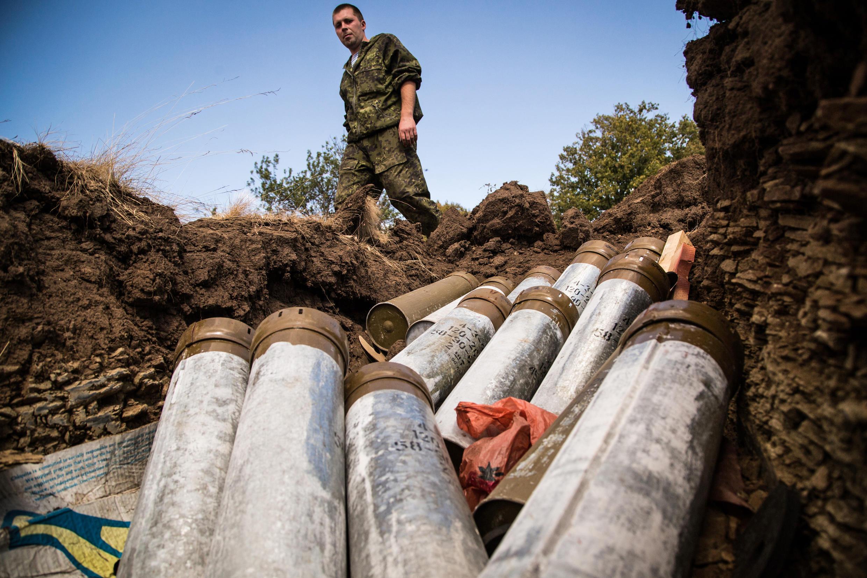 Hố trữ đạn pháo của quân đội chính phủ Ukraina, gần Donetsk - AFP / OLEKSANDR RATUSHNIAK