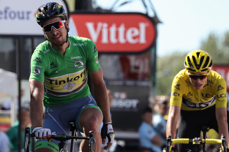 Le Slovaque Peter Sagan (au premier plan) et le Britannique Christopher Froome, à l'arrivée de la 11e étape du Tour de France 2016.