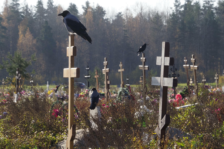 Russie - Cimetière pour morts du Covid AP21285673652713