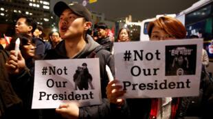 Người dân Hàn Quốc biểu tình đòi tổng thống Park Geun-Hye từ chức, Seoul ngày 19/11/2016.