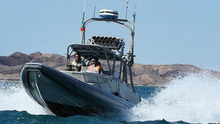 مقامات آمریکایی، تصاویر بارگیری موشکی قایقهای نظامی ایران را به عنوان نشانهای از افزایش خطر جمهوری اسلامی ایران برای نظامیان آمریکایی تلقی میکنند