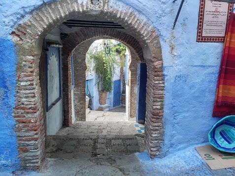Caminar por ese laberinto azul es como caminar dentro de un cuento mágico.