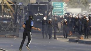 Affrontements entre manifestants et forces de l'ordre, dans le village de Sanabis, à l'ouest de Manama (Bahreïn), le 16 février 2013 (photo d'illustration).