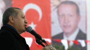 O presidente turco, Recep Tayyip Erdoga, durante comício neste sábado (11), em Ancara.