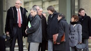 Les représentants des principaux syndicats sur le perron de l'Elysée, après leur rencontre avec le chef de l'Etat, le 15 février 2010.