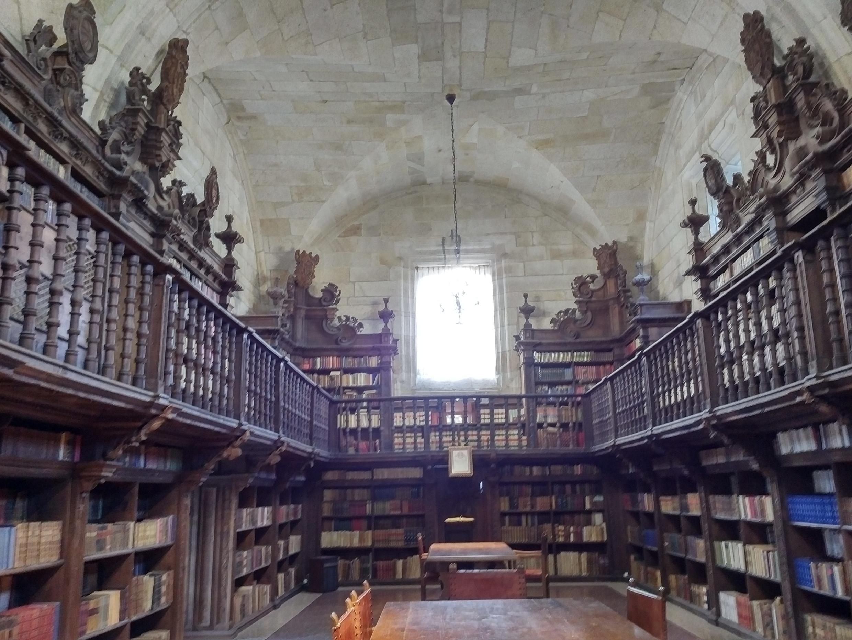 Vista de la biblioteca del Momasterio de Santa María de Oseira.