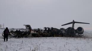 فرماندهی نیروهای آمریکا در افغانستان روز چهارشنبه ٢٩ ژانویه اعلام کرد که در سقوط هواپیمای ارتباطی و اطلاعاتی این کشور در ایالت غزنی، سرهنگ دوم هوائی «پل کی. واس» و سروانِ خلبان «رایان اس. پانوف» کشته شدهاند.