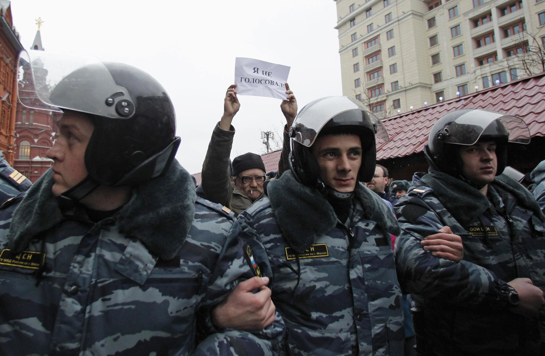 Полиция на акции протеста в Москве в день выборов 4 декабря 2011