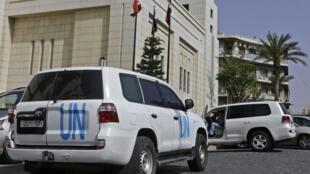 """کارشناسان سازمان منع تسلیحات شیمیایی، شنبه اول اردیبهشت/ ٢١ آوریل موفق شدند از محل وقوع حملات شیمیایی در شهر """"دوما"""" بازرسی نموده و نمونهبرداری کنند."""