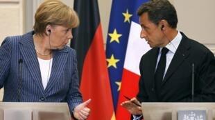 Angela Merkel y Nicolás Sarkozy durante la conferencia de prensa el 16 de agosto de 2011 en París.