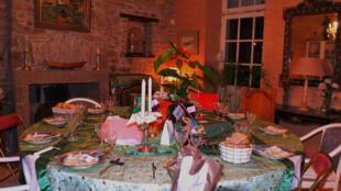 Preparativos para o Natal das mesas francesas.
