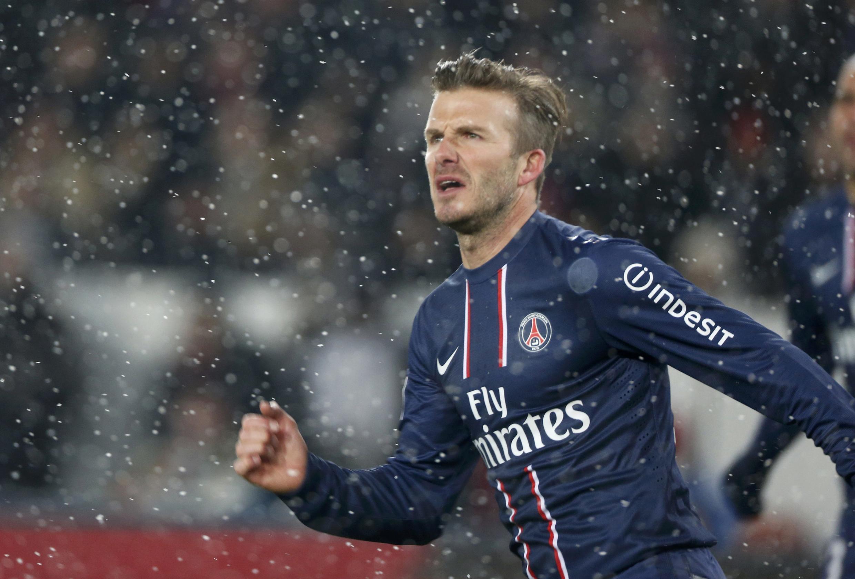 David Beckham teve que esperar até o final do segundo tempo para entram em campo em sua estreia no PSG.